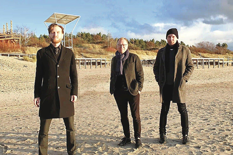 Šįmet konkursui pateiktus darbus vertino (iš kairės) T.Ahlrosas, M.Thörnblomas ir R.Lõoke.<br>V.Raubicko nuotr.