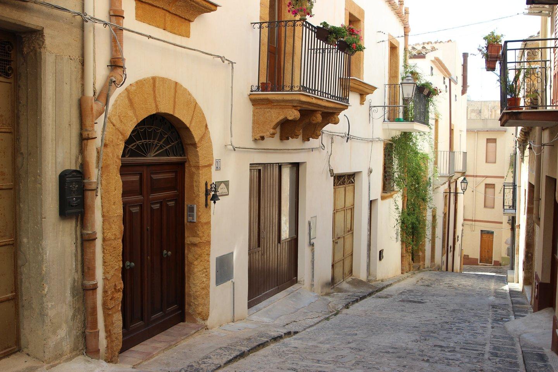Įsigyti namą Italijoje už eurą atrodo patraukli perspektyva, tačiau, kas nutinka po to, kai pirkėjai užbaigia sandorį?<br>pixabay.com nuotr.