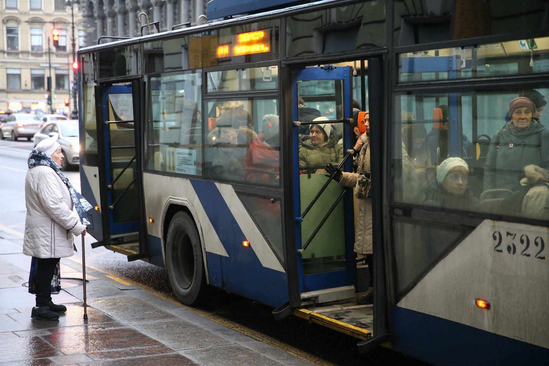 Autobuse ar troleibuse bilietą parduos čia dirbantys konduktoriai.<br>R.Danisevičiaus nuotr.