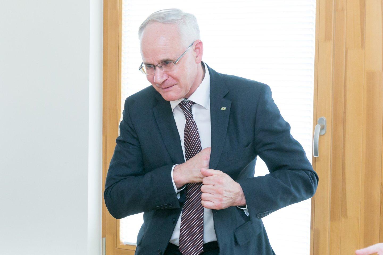 Savo ketvirtadienio dienotvarkėje A.Monkevičius kol kas nenumatė laiko vizitams į streikuosiančias mokyklas, tačiau patikino ieškosiantis tokių galimybių.<br>T.Bauro nuotr.