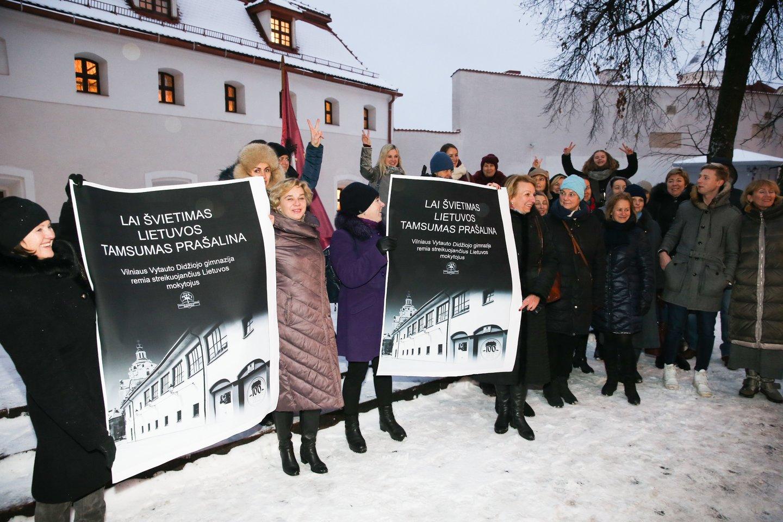 Pernai streikuojantys mokytojai ir nakvojo ministerijoje.<br>R.Danisevičiaus nuotr.