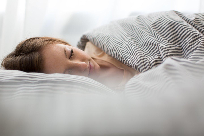 Mažai miegodami galite tapti neracionaliu, greitai įsižeidžiančiu. Aplinkiniams taps nemalonu būti šalia jūsų.<br>123rf nuotr.