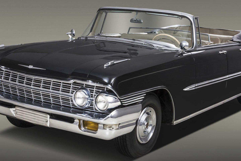 Vertingiausia S.Karoso rusiškosios kolekcijos dalis – kabrioletas ZIL 111D, kuris vertas apie 1,5 milijono eurų.<br>V.Grigo nuotr.