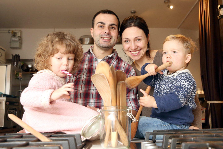 Kulinaras Gianas Luca Demarco su žmona Egle ir vaikais.<br>R.Danisevičiaus nuotr.