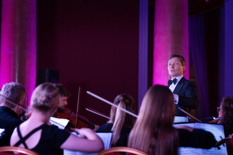 Šv. Kristoforo orkestras ir dirigentas Modestas Barkauskas