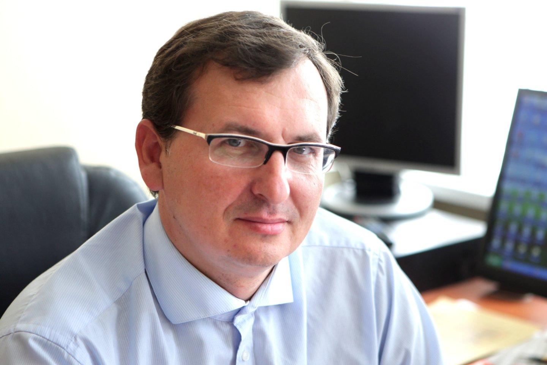 Žirmūnų profesinio rengimo centro darbuotojai įtaria, kad į nuolatinio direktoriaus postą taikosi S.Zybartas, anksčiau dirbęs ministerijoje.<br>AP nuotr.