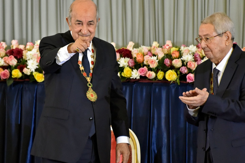 """Protestų krečiamame Alžyre ketvirtadienį Abdelmadjidas Tebboune'as buvo inauguruotas naujuoju šalies prezidentu.<br>AFP/""""Scanpix"""" nuotr."""