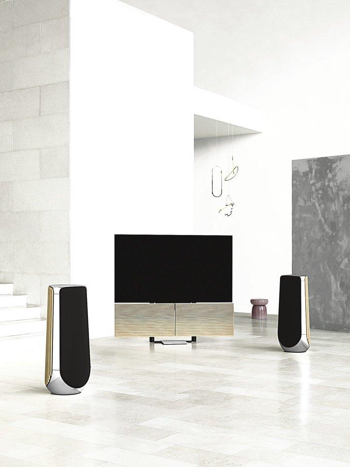 """""""Beovision Harmony"""" televizorius ir garsi sistema nesunkiai prisiderinama prie namų interjero.<br>Gamintojų nuotr."""