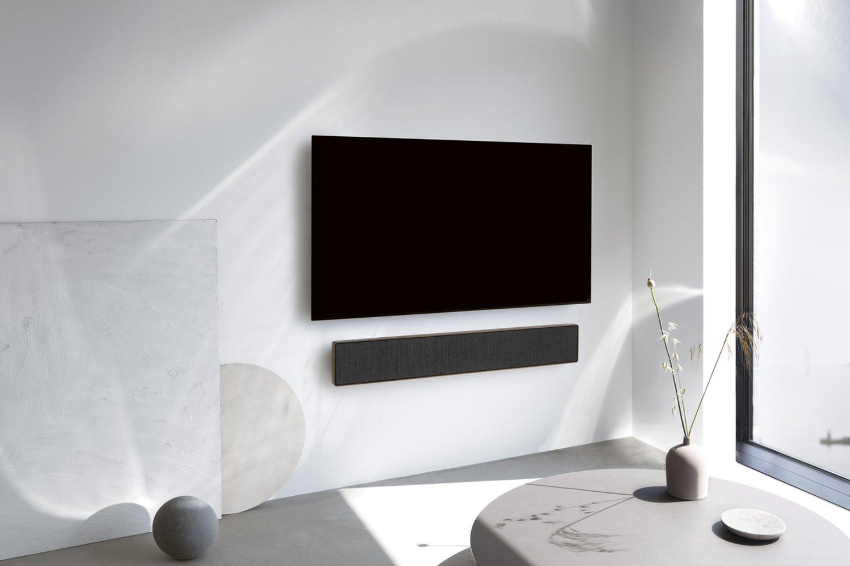"""Šiemet rinkai buvo pristatyta """"Beosound Stage"""" – pirmoji """"Bang &amp; Olufsen"""" garso sistema, kurią galima prisijungti ir prie kitų gamintojų televizorių.<br>Gamintojų nuotr."""