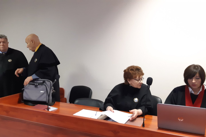 Po kelių nesėkmingų bandymų pagaliau atversta skandalingoji byla. V.Usovas savo kaltės nepripažįsta.<br>A.Pilaitienės nuotr.