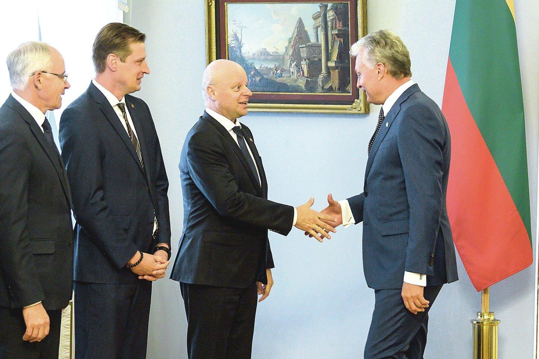Teigiama, kad premjeras S.Skvernelis nenori vaidytis su prezidentu G.Nausėda.<br>V.Skaraičio nuotr.