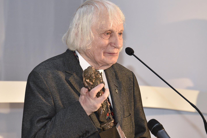 Albinui Kentrai įteikta Šv. Kristoforo statulėlė už gyvenimą, skirtą Vilniui<br>V.Ščiavinsko nuotr.