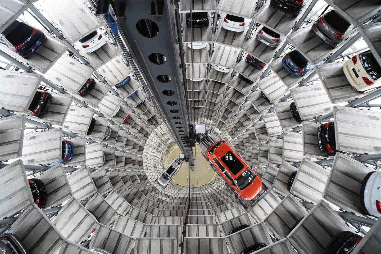 """Tyrėjai """"yra įsitikinę, jog atsakovai yra didžiąja dalimi kalti dėl sąmoningo Europos ir JAV institucijų ir vartotojų klaidinimo dėl """"Volkswagen"""" automobilių išmetamųjų teršalų kiekių atitikties galiojantiems reikalavimams"""", pažymima prokuratūros pranešime.<br>Reuters/Scanpix nuotr."""