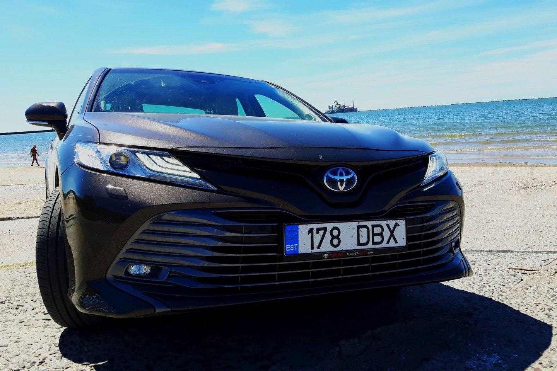 """Remiantis skelbimų portalo """"Autoplius"""" duomenimis, Lietuvoje šiuo metu parduodami kiek daugiau nei 39 tūkst. naudotų automobilių, iš kurių apie 900 – hibridiniai, o kiek mažiau nei pusę – 400 jų – sudaro """"Toyota"""" prekių ženklas.<br>S. Rinkevičiaus nuotr."""