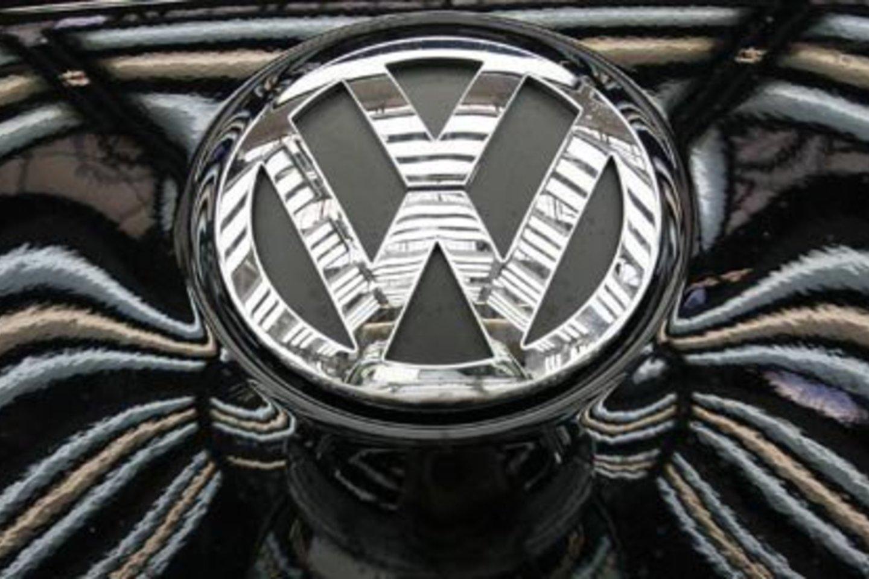 """""""Volkswagen"""" manipuliavo išmetamųjų dujų kiekių rodikliais ir klaidino vartotojus, tvirtindama, kad jos transporto priemonės tausoja aplinką"""", – pažymima tarnybos pranešime.<br>Reuters nuotr."""