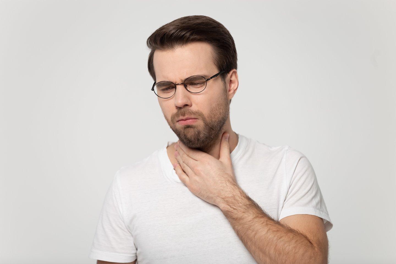 Kai alergenas patenka į kūną, imuninė sistema išskiria chemikalus. Staiga sumažėja kraujospūdis, kvėpavimo takai susiaurėja, o tai trukdo normaliai kvėpuoti.<br>123rf nuotr.