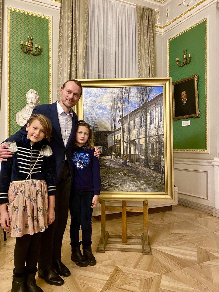 Kolekcininkas A.Jankauskas su dukterėčiomis Leila ir Smilte.<br>Nuotr. iš asmeninio albumo