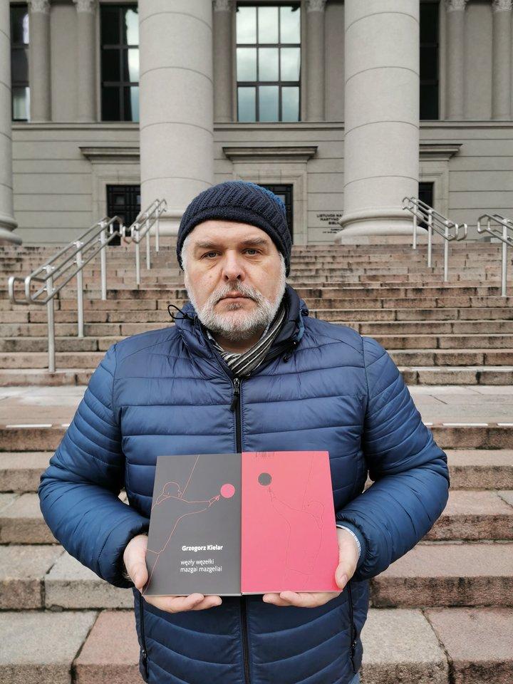 """Knygos """"Mazgai mazgeliai"""" vertėjas Tadas Žvirinskis.<br>Leidėjų nuotr."""