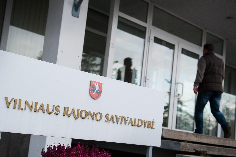 Vilniaus r. savivaldybės tarybos opozicija piktinasi LLRA-KŠS narių taryboje vangumu: diskriminuojami lietuviai.<br>J.Stacevičiaus nuotr.