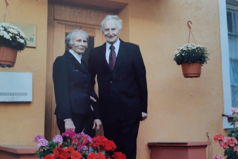 A.Nausėdalabai apgailestauja, kad sūnaus sėkme negali pasidžiaugti prieš penkerius metus mirusi jo žmona Ona Stasė Nausėdienė.<br>Nuotrauka iš asmeninio archyvo.