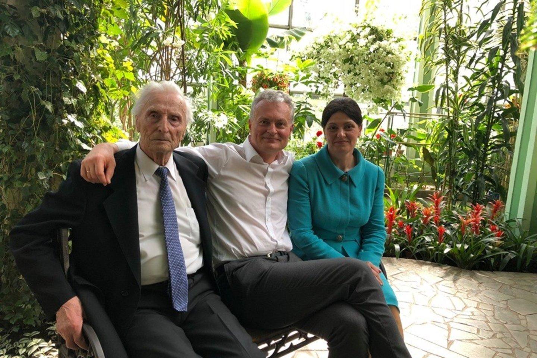 A.Nausėda su sūnumi ir A.Nausėdiene.<br>Nuotrauka iš asmeninio archyvo.