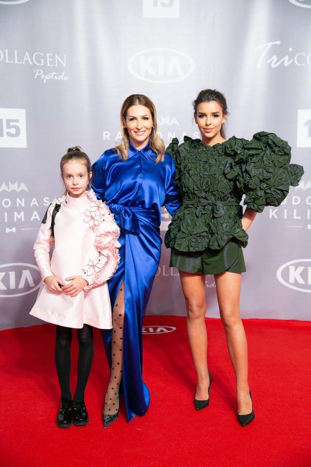 Daina Bosas (viduryje) su dukromis Magdalena ir Marija.<br>T.Bauro ir V.Skaraičio nuotr.