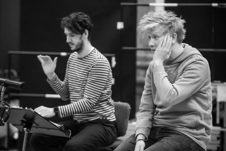 V.Barchatovas ir dirigentas R.Šumila repeticijoje.<br>M.Aleksos nuotr.