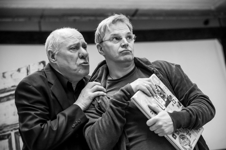V.Prudnikovas (kairėje) ir D.Golovninas repeticijoje.<br>M.Aleksos nuotr.
