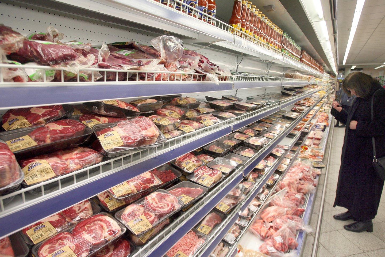 """Skandalas dėl """"Maxima"""" parduodamos šviežios mėsos ir marinuotų produktų kilo penktadienį.<br>AP nuotr."""