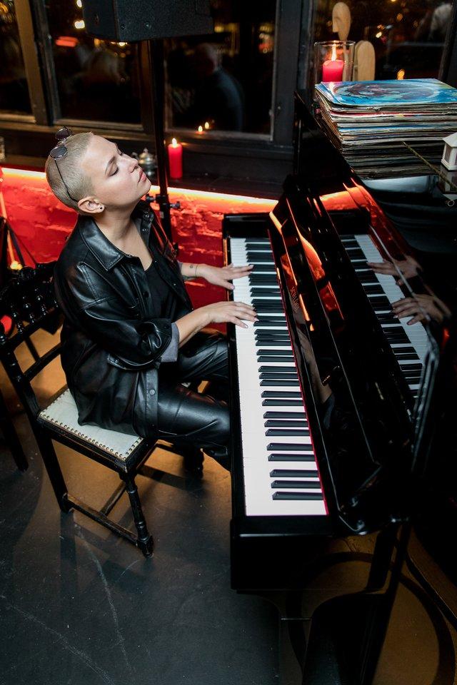 Justė Arlauskaitė-Jazzu savo restorano gimtadienio šventėje.<br>Asmeninio archyvo nuotr.