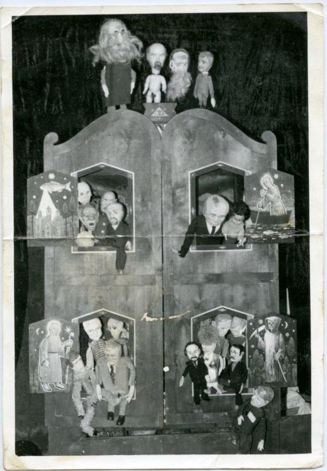 """Spektaklio """"Komunistinės nostalgijos"""" lėlės.<br>Nuotr. iš G.Varno asmeninio archyvo"""