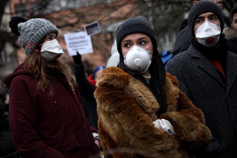 Dėl iškastinio kuro deginimo kylanti oro tarša yra grėsmė mūsų sveikatai ir mūsų ekonomikai, kuris nusineša milijonus gyvybių ir kainuoja trilijonus dolerių.<br>Scanpix/AP/SIPA nuotr.