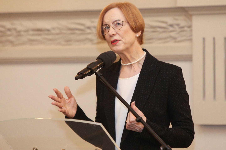 Tautosakininkei Nijolei Laurinkienei įteikta Nacionalinė Jono Basanavičiaus premija.<br>R.Danisevičiaus nuotr.