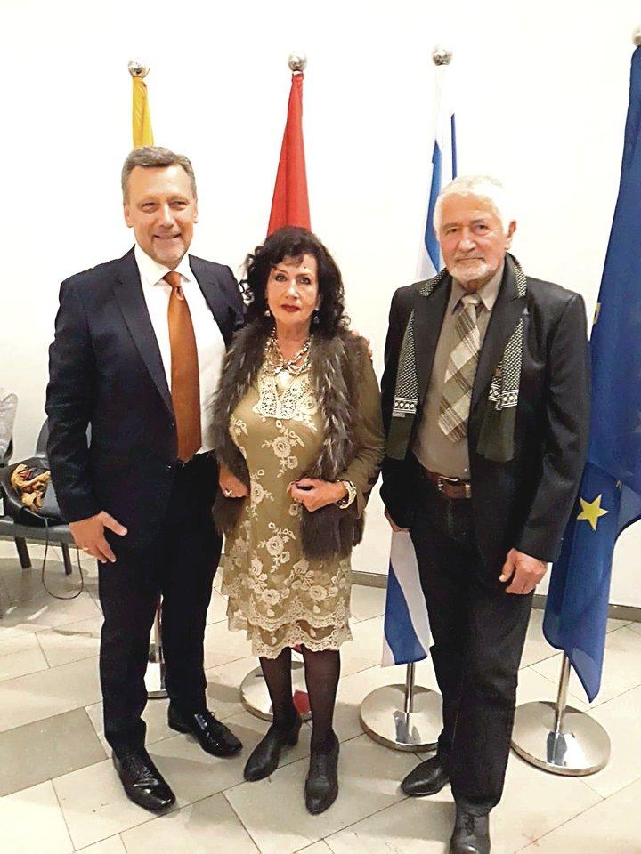 Buvęs Lietuvos ambasadorius Izraelyje E.Bagdonas, S.Kijauskienė ir R.Kijauskas.<br>Nuotr. iš asmeninio albumo