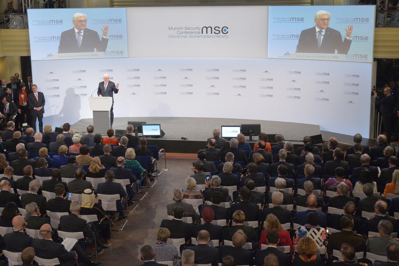 Miuncheno saugumo konferencijos ilgametis vadovas Wolfgangas Ischingeris penktadienį konferencijos atidarymo kalboje paminėjo Rusiją ir klimato kaitos problemą, išryškindamas dvi iš pagrindinių šių metų renginio temų.<br>Sputnik/Scanpix nuotr.
