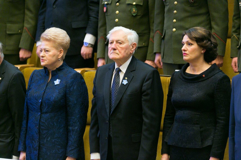 """Nominacija """"Laisva šalis 2019"""" """"už nubrėžtą kryptį į modernią, laisvą ir drąsią Lietuvą"""" skirta prezidentui Valdui Adamkui.<br>T.Bauro nuotr."""