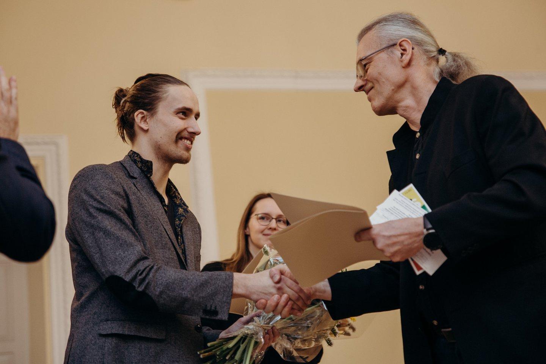 S.Valius sveikina M.Pranulį ir V.Žumbakytę.<br>M.Endriuškos nuotr.