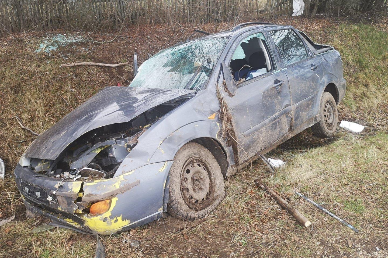 Šilutės rajone girtas vairuotojas nuskriejo nuo kelio (nuotr. avarijos vietoje).<br>Lrytas.lt nuotr.