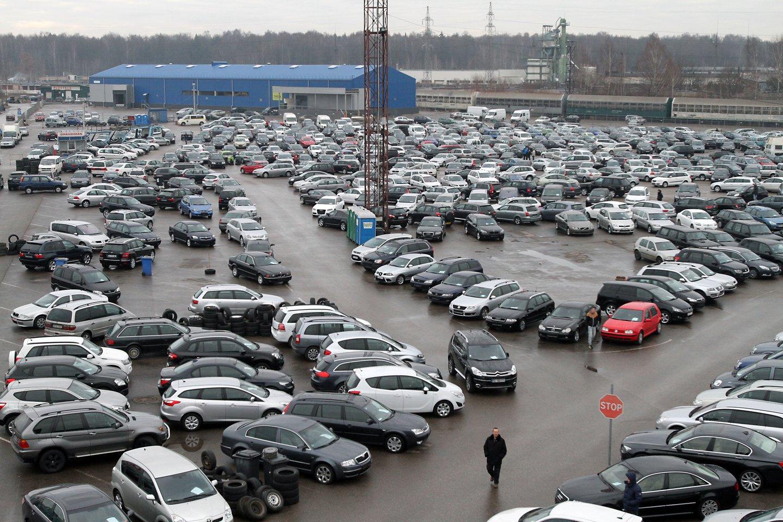 Būtina įsitikinti, ar automobilis nėra nurašytas draudikų.<br>M.Patašiaus nuotr.