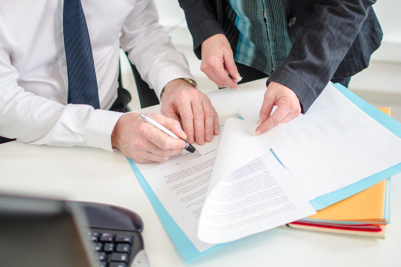 Pirkimo-pardavimo sutartis, iškilus problemoms, gali tapti vieninteliu tiesą įrodančiu dokumentu.<br>123rf nuotr.