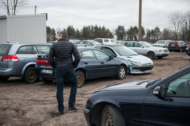 Būtina įsitikinti, ar automobilis nėra nurašytas draudikų.<br>J.Stacevičiaus asociatyvi nuotr.