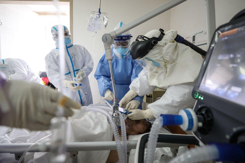 JAV – dar viena koronaviruso auka: pirmi viruso atvejai patvirtinti Indonezijoje.<br>AFP/Scanpix nuotr.