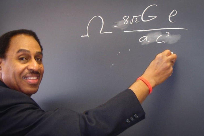 74-erių R.Mallettas yra gerbiamas fizikos profesorius Konektikuto universitete.<br>R.Malletto nuotr.