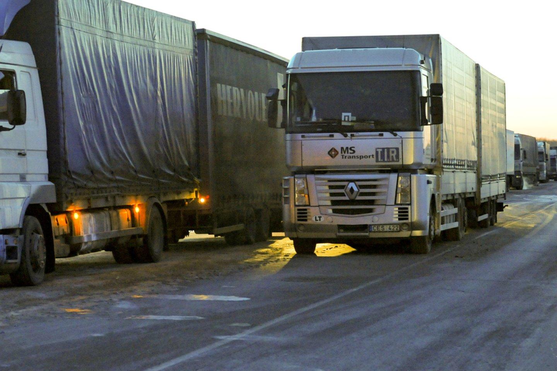 Sunkiasvorių sunkvežimių ir krovinių transporto sektoriaus plėtra šalyje stoja.<br>V.Ščiavinsko nuotr.