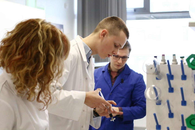 T. Ribinskas praėjusiais metais kreipėsi į LSMU mokslininkus, prašydamas suteikti galimybę atlikti tyrimus universiteto laboratorijose.<br>LSMU nuotr.