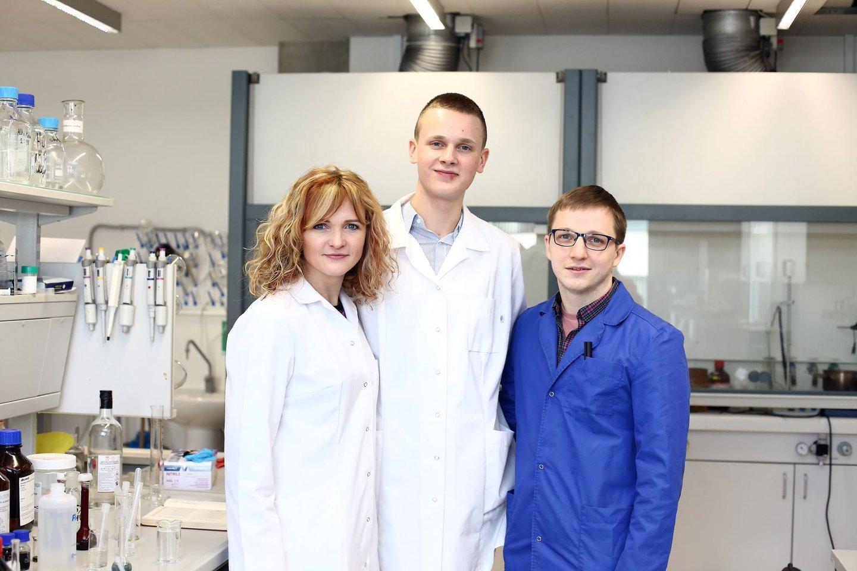 Gimnazistas nuo praėjusių metų vasario bendradarbiauja su LSMU Farmacijos fakulteto Analizinės ir toksikologinės chemijos katedra.<br>LSMU nuotr.