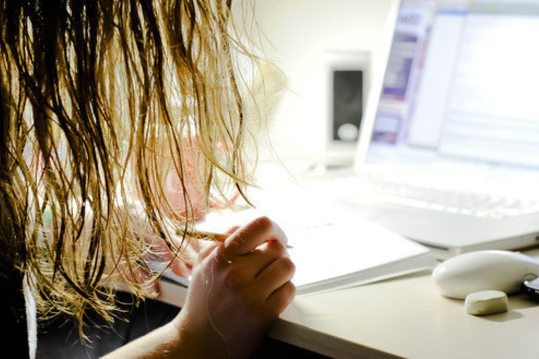 dirbti namuose pro ir prieš akcijų pasirinkimo sandorių sąlygos