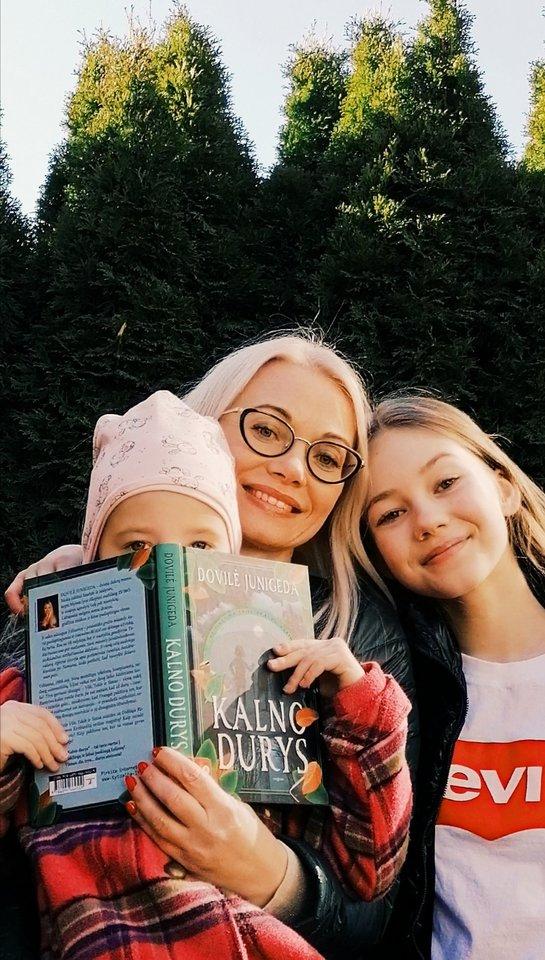 Dovilė Junigeda – dviejų dukrų mama.<br> Asmeninio albumo nuotr.