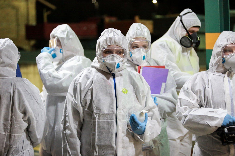Koronaviruso pandemija neslūgsta ir toliau.<br>G.Bitvinsko nuotr.