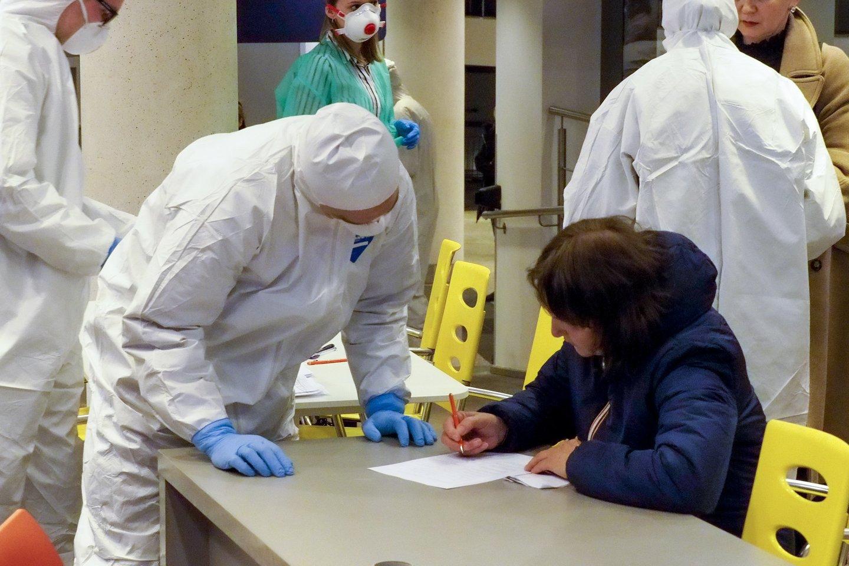 Koronaviruso pandemija neslūgsta ir toliau.<br>V.Ščiavinsko nuotr.
